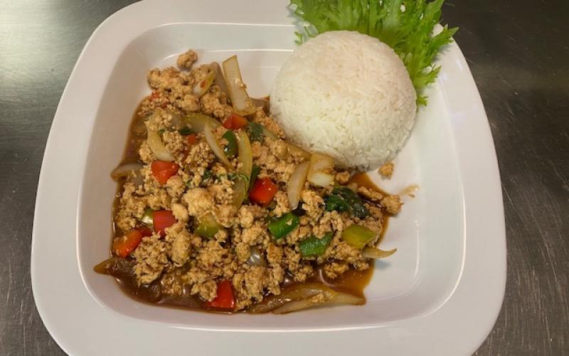 phad_bai_kapao_tuk_tuk_thai_middag_for_en_hundrings