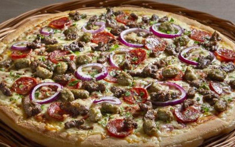 surdeigs_pizza_peppes_pizza_middag_for_en_hundrings_sandefjord_byen_vr